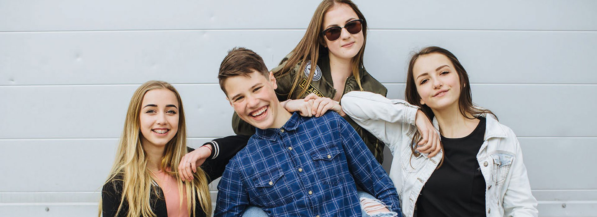 Summer holidays and teenage concept - group of smiling teenagers